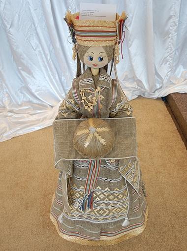 Кукла из Беларуси, сделанная из льна. Высота почти 1,5 метра.