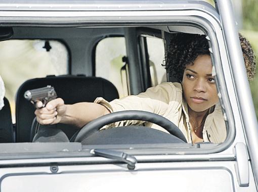 Знакомьтесь, новая девушка Бонда - чернокожая актриса Наоми Харрис.