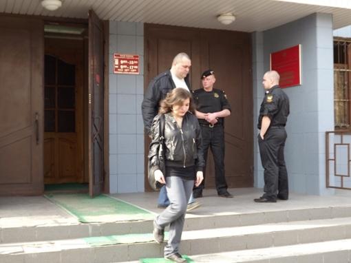 Анна пришла в суд с отцом. ее любимый, Олег, предпочел остаться в Туле Фото: Алексей КОСОРУКОВ