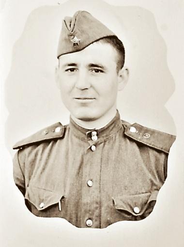 18-летний Юрий во время службы в Кыштыме.