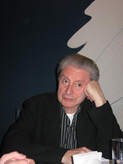 Вениамин Смехов особенно нахваливал площадь Свободы и Госпром. Фото автора.