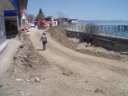 В этом месте во время шторма обвалилась подпорная бетонная стенка. фото - с сайта www.tvoya-gazeta.com