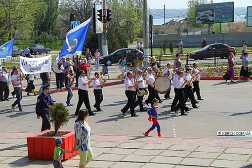 Супермен в Керчи. Фото с сайта www.kerch.com.ua