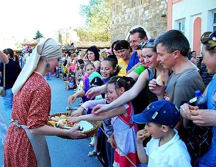 Полакомиться делом рук евпаторийских кулинаров смогли 400 человек. Фото: Н.Абсеметовой.