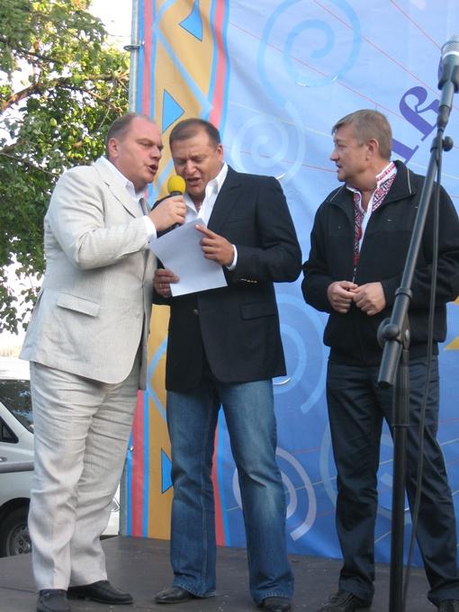 Для Михаила Марковича это не первый опыт публичного вокала