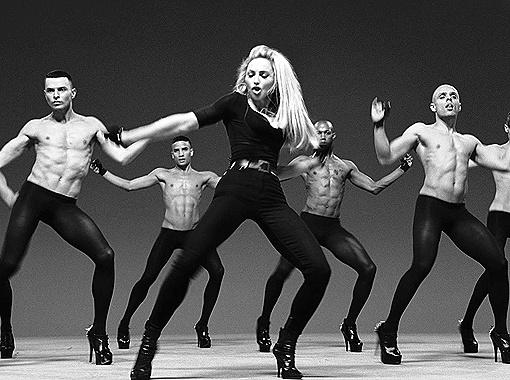 В клипе Мадонны Girls Gone Wild (