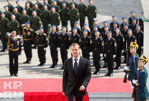 Дмитрий Медведев прибыл на церемонию Фото: РИА