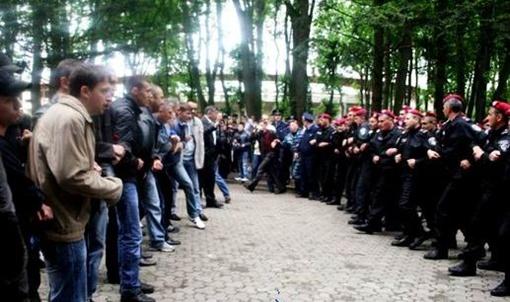 Кордон на кордон. Фото: doba.te.ua