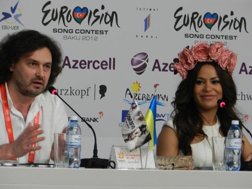 Певица и ее продюссер на пресс-конференции. Фото Сергея Ефимова