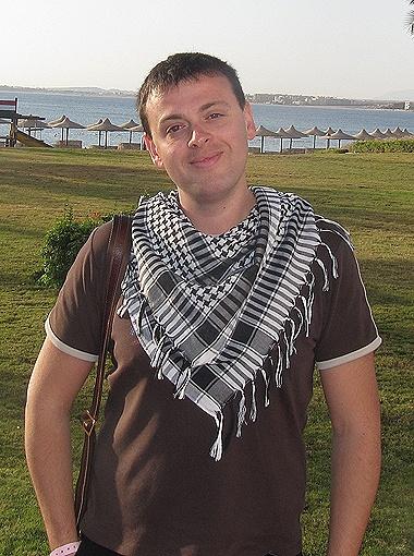 Андрея Шушкова избили и обворовали на египетском курорте, но ни страховая компания, ни туроператор парню так и не помогли.