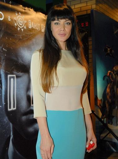 Юлия Кавтарадзе, сыгравшая в короткометражке, не расстается с обручальным кольцом.