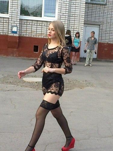 Девушка решила запомниться в своей школе? Фото: vk.com.