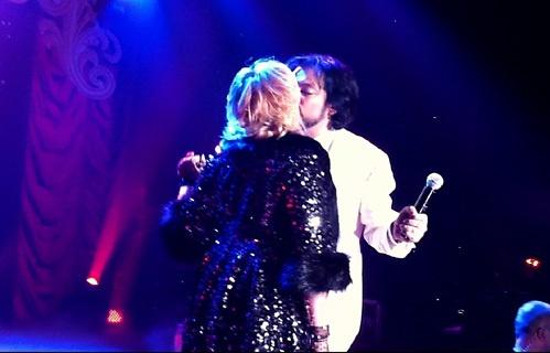 Страстный поцелуй. Скриншот видео