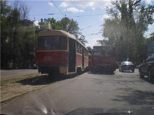 Авария произошла на Героев Сталинграда. Фото: ATA, forum.gorod.dp.ua