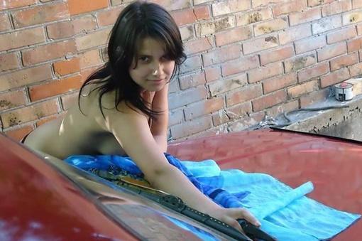 Несмотря на это, молодую даму выложили в Сеть. Фото: Serega, auto.ria.ua