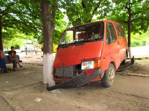 Управлял микроавтобусом пьяный водитель Фото: 0629.com.ua