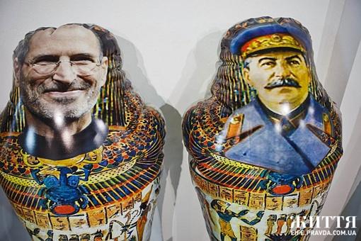 Джобс и Сталин Фото Дмитрия Ларина с сайта life.pravda.com.ua