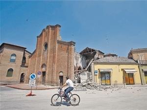 Старинная церковь в городе Мирандола простояла два века, но майского землетрясения не выдержала. Фото РЕЙТЕР.