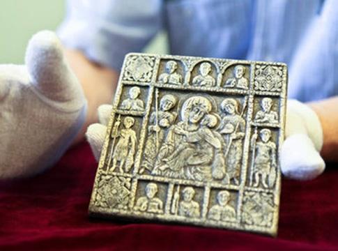 Эту икону нашли вблизи Канева в районе Княжеской горы. Планируется, что впоследствии она будет передана в собственность государства. Фото