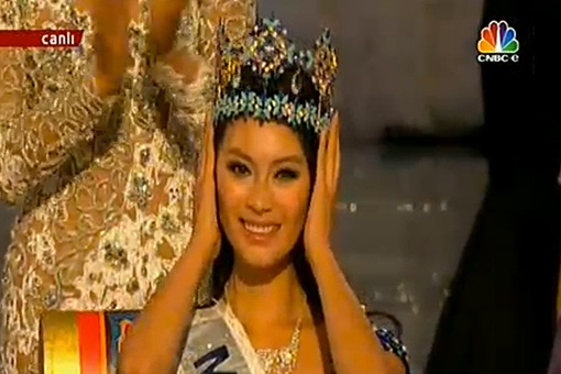 Побетильницей стала...хозяйка конкурса, Мисс КНР.