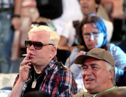 Борис Моисеев на правах мэтра незаметно покурил в зале. Фото Павла ДАЦКОВСКОГО