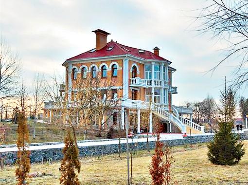 Тот самый дом, где живут участники.