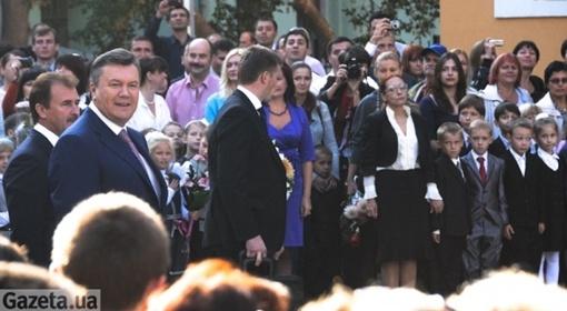 Янукович поздравил детей, их родителей и педагогов с началом нового учебного года.