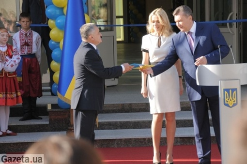 Янукович отметил, что в этом году будет открыто более 40 новых школ с современными технологиями обучения.