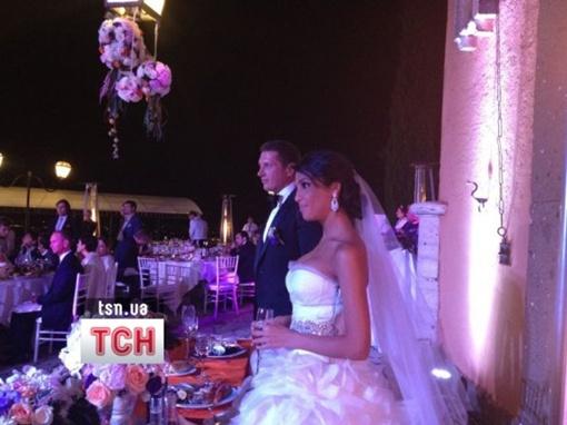 Санта на своей свадьбе в белом платье. Фото tsn.ua.