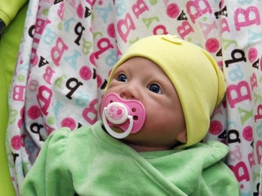 Такую игрушку и не отличить от настоящего ребенка. Фото zaxid. net