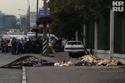 Пьяный водитель влетел прямо в остановку Фото: Александр БОЙКО