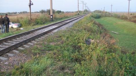 Машину смело с рельс - водитель погиб. Фото: пресс-служба Львовской железной дороги.