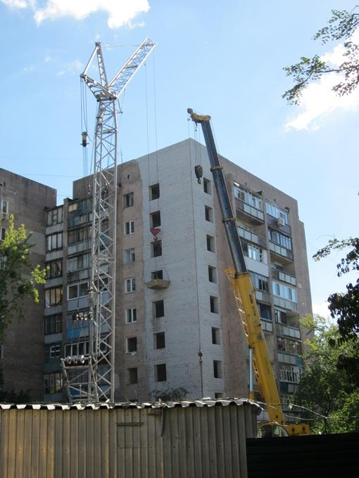 Дом, судя по скорости восстановления, сдадут раньше обещанного срока. Фото автора и с сайта горсовета