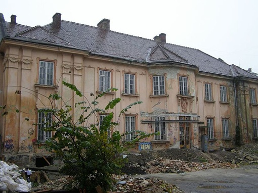 После ремонта сюда въедет исторический факультет.