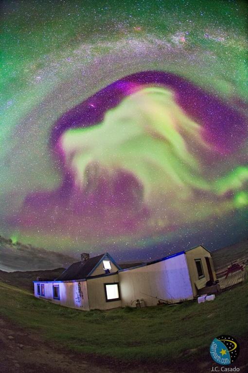 Полярное сияние нашей планеты, которое возникло над Гренландией. Фото J.S. Casado