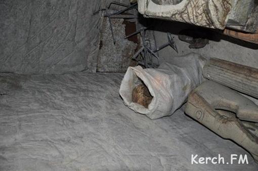 Один мешок нашли за муляжами старой экспозиции. Фото: Кerch.fm