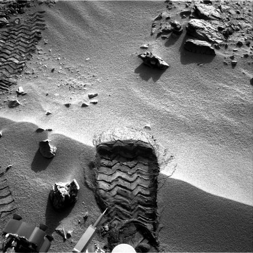 Фото, сделанное правой навигационной камерой ровера 3 октября 2012 года. Фото НАСА