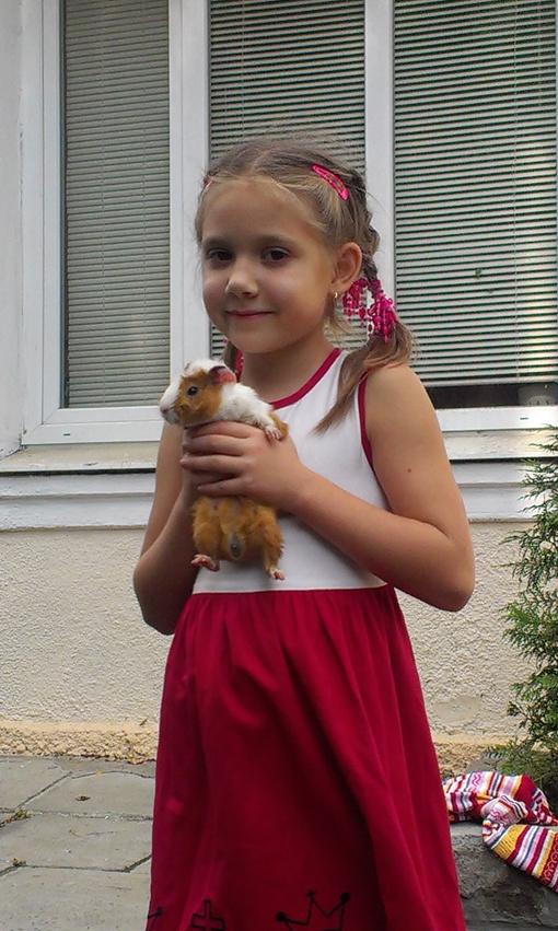 Родители девочки не разрешали заводить домашних животных. Теперь придется привыкать. Фото Дмитрий Покровский.