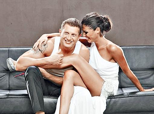 Сейчас знойная красотка наслаждается семейным счастьем. Фото с личной страницы Санты Димопулос ВКонтакте.