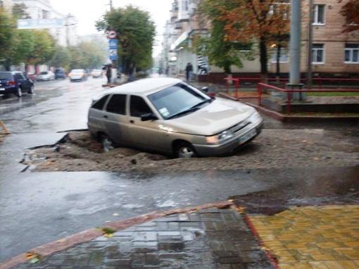 На дорогах то и дело водители попадают в такие ловушки. Фото: из паблика