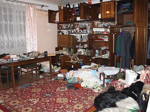 В доме мамы Мазурка после обыска все разворочено. Фото Анны Мищишин.