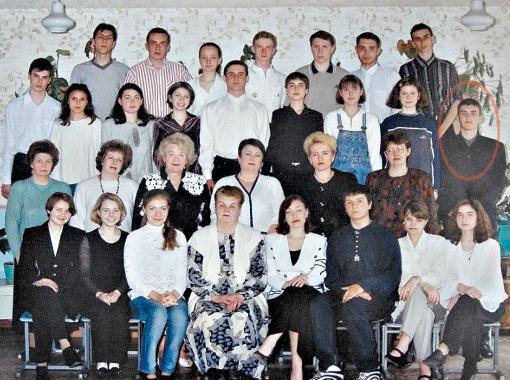 Это фото станет частью экспозиции: Виктор Янукович-младший - крайний справа во втором ряду. Фото Константина БУНОВСКОГО.