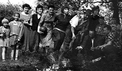 На отдыхе с друзьями в предгорьях Ставрополья. 1960-е. Фото: Из личного архива М.С.Горбачева.