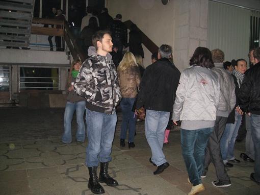 Перед десятками входов на сектора многие рокеры растерялись. Фото автора