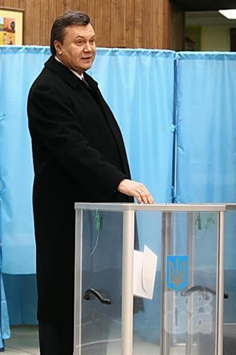 Янукович приехал проголосовать
