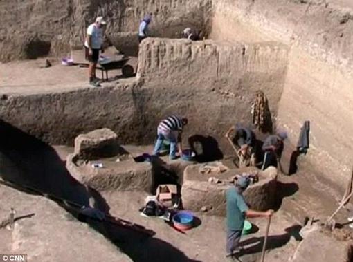 Загадку странного ритуала погребения ученые пока не разгадали. Фото с сайта The Daily Mail.