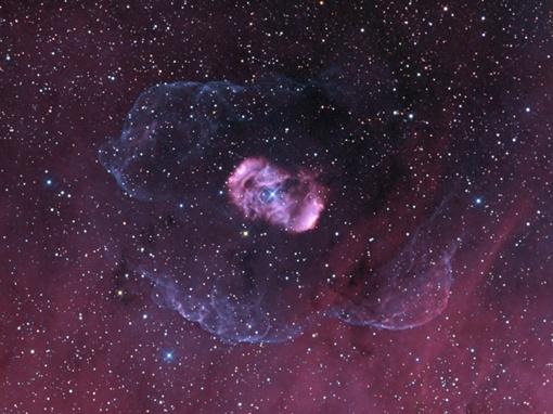Эмиссионная туманность NGC 6164 утопает в густых и мягких облаках межзвездной пыли и газа. Фото НАСА