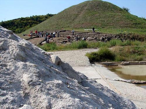 От города остались развалины двухэтажных построек, ямы для ритуалов, ворота, бастион и три крепостные стены. Фото iianthropology.org