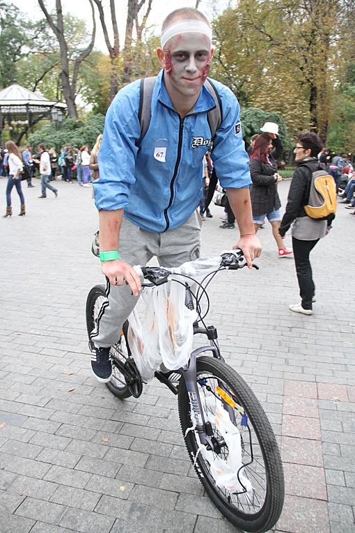 Велозомби спешит пугать