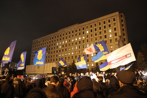 Митингующие обещают не расходиться до утра. Фото Олега Терещенко